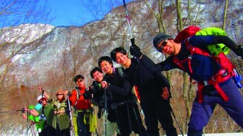 冬の冒険ツアー ~メープルシロップ樹液採取体験とかまくらの中でバーベキュー~