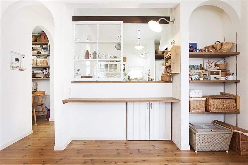 カフェスタイルなキッチンのある家のリノベーション前の写真