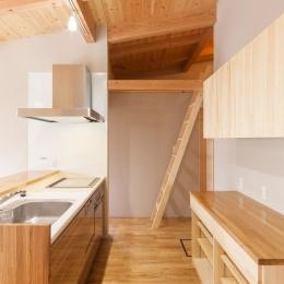 飯島の家 (コンパクトなセミオープンキッチン)