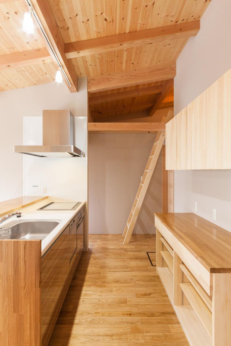 飯島の家の写真 コンパクトなセミオープンキッチン