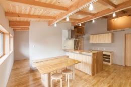 飯島の家 (木を感じるダイニングキッチン)