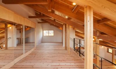 リノベーションの家 (鏡張りの収納)