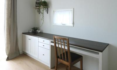 家事仕事や読書に便利なキッチン横デスク|M邸