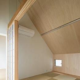 焼き杉の家 (小窓のある和室)