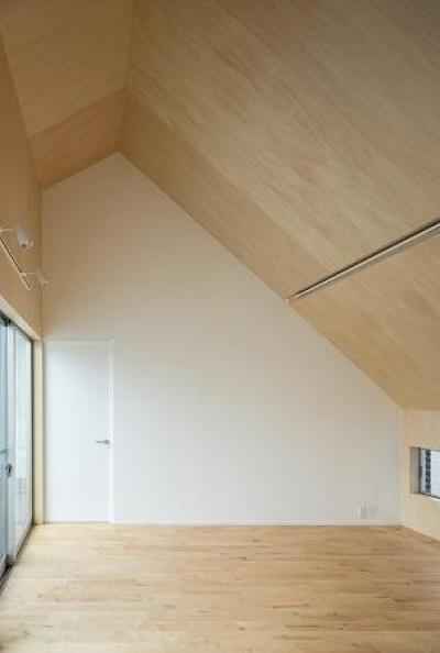 焼き杉の家 (シンプルな寝室)