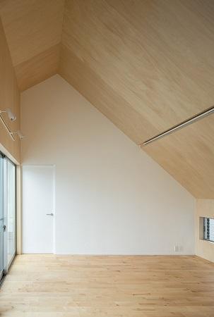 建築家:濱田猛「焼き杉の家」