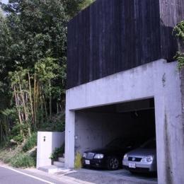 YU邸 (インナーガレージのある外観)