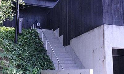 YU邸 (長いアプローチ階段)