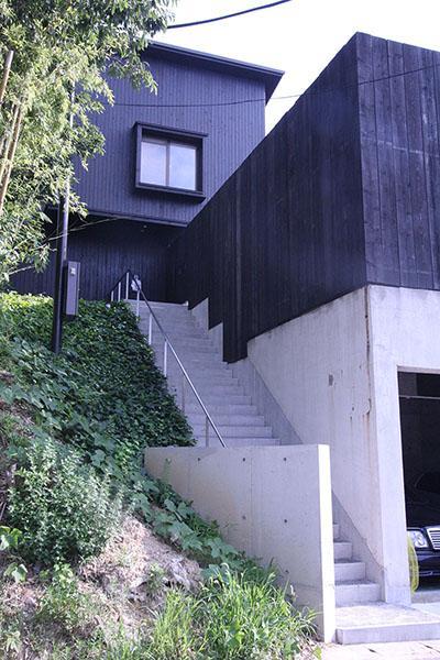 YU邸の部屋 長いアプローチ階段