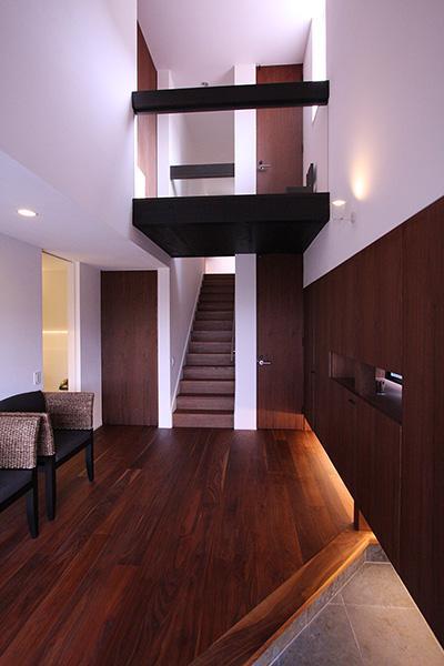 YU邸の部屋 木を感じる玄関