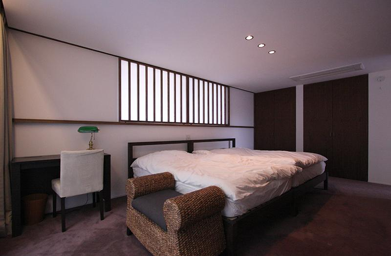 YU邸の部屋 落ち着きのある寝室