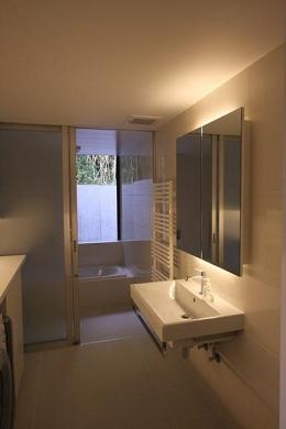 YU邸 (窓のある洗面所とバスルーム)
