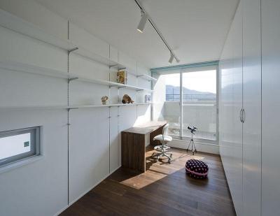 白で統一された子供部屋 (KS邸)