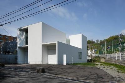 白い家 (外観1)