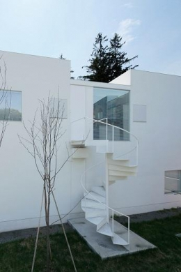 白い家 (外観2)