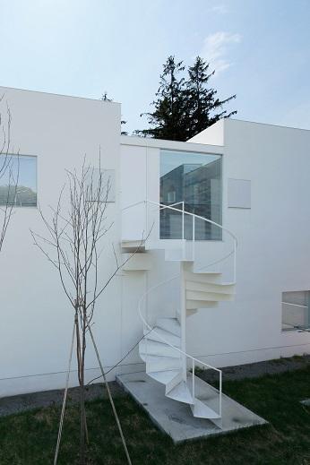 白い家の部屋 外観2