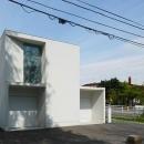 白い家の写真 外観3