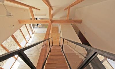 House-S【 ヒトツナガリノイエ 】 (階段からキッチンを見る)