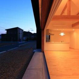 大開口の木製サッシ (House-S【 ヒトツナガリノイエ 】)