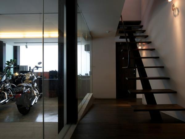 中筋の家の部屋 バイク置き場のあるホール