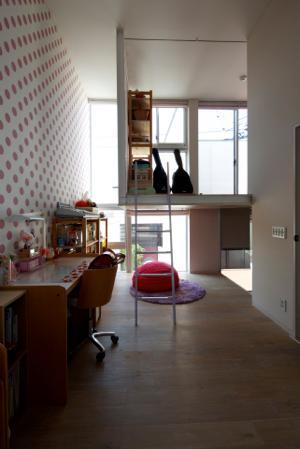 中筋の家の部屋 壁紙が可愛い子供部屋
