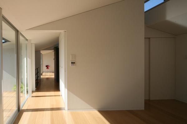 岩国の家の部屋 光が差し込む寝室