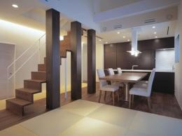 東広島の家 (畳スペースよりダイニングを望む)