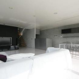 古田台の家 (黒板塗装がしてあるリビング)