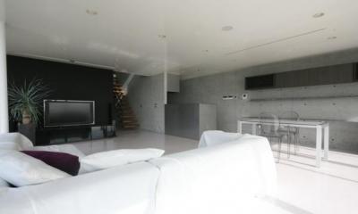 黒板塗装がしてあるリビング|古田台の家