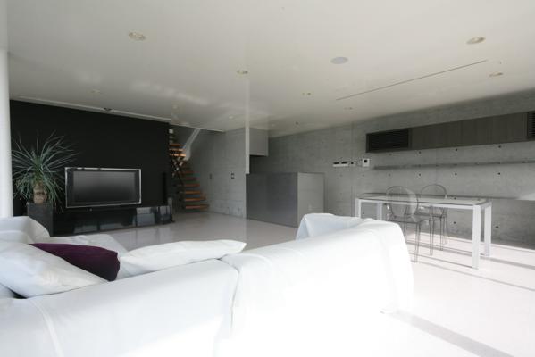 古田台の家の部屋 黒板塗装がしてあるリビング