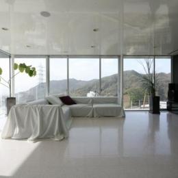 古田台の家 (山が見える開放的なリビング)