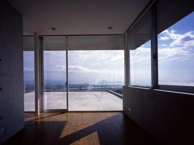 古田台の家 (寝室よりテラスを望む)