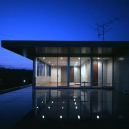 古田台の家 (薄く水を張った2Fテラス)