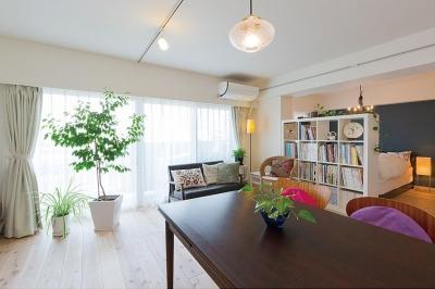 """""""部屋を独立させない""""発想で想像以上の広さと明るさを生み出すマンションリノベーション (リビング・ダイニング)"""