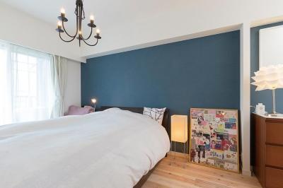 """寝室 (""""部屋を独立させない""""発想で想像以上の広さと明るさを生み出すマンションリノベーション)"""