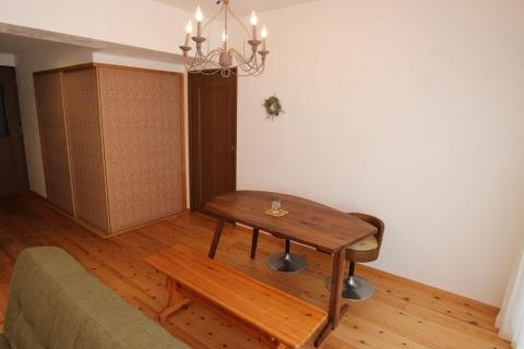 レトロなカフェ風空間でくつろぐ住まいの部屋 ダイニング