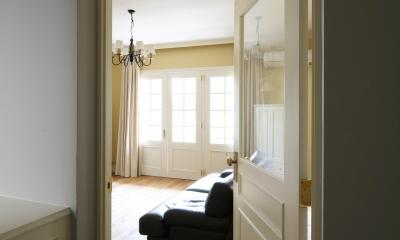 K邸 (廊下からリビングの入りドア)