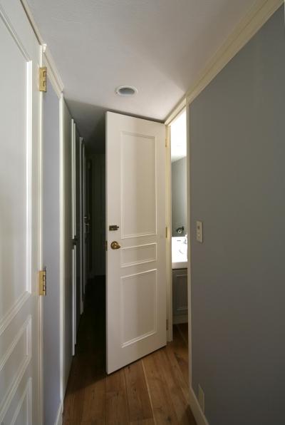 ドアは白塗装で統一 (K邸)