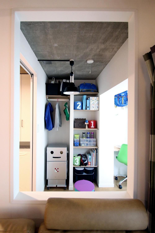 ボルダリング×コンクリートスラブのアスレチック空間 (子ども部屋)