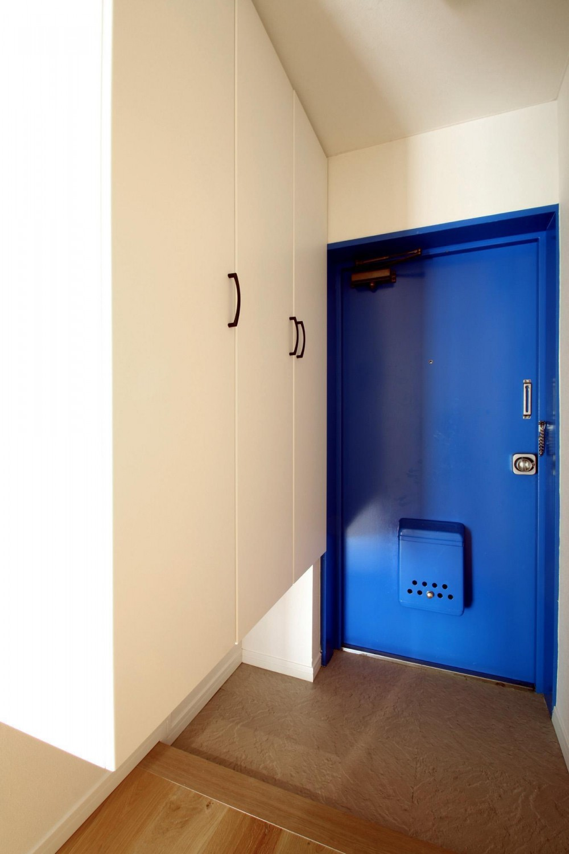 ボルダリング×コンクリートスラブのアスレチック空間 (玄関)