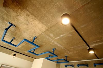天井 (ボルダリング×コンクリートスラブのアスレチック空間)