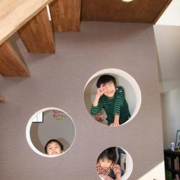 はぐみのいえ (ユニークな階段下の壁)