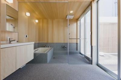 檜を使用した和風バスルーム (みんなのいえ)