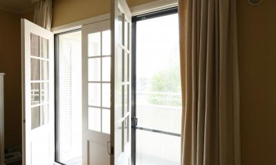 K邸 (白枠の大きな窓 開閉時)