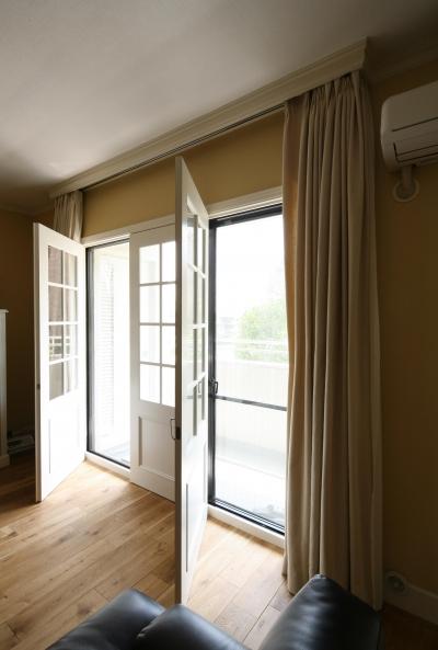 白枠の大きな窓 開閉時 (K邸)