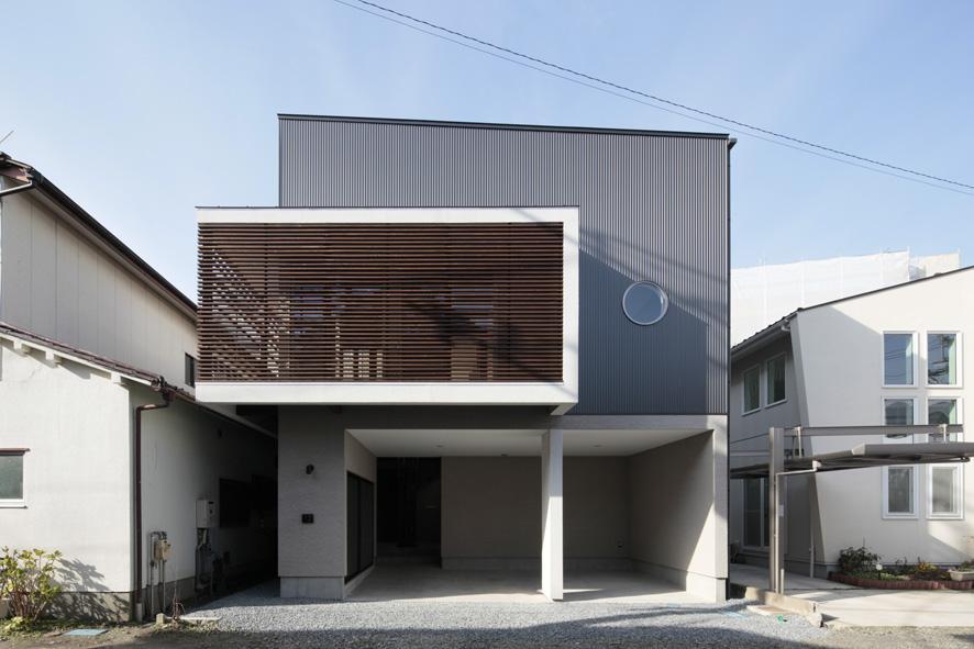 家事となかよしになるいえの写真 ガレージ付きモダン住宅