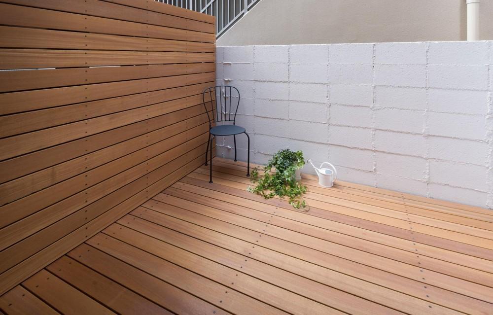 山本嘉寛建築設計事務所 YYAA「Dias #102|大きなカウンターのある賃貸マンションリノベーション【大阪市東住吉区】」