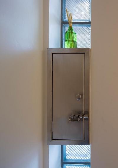 レトロな玄関ポスト (吹き流しの家)