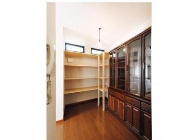 キッチンにある収納棚 (ずっと居たい場所)