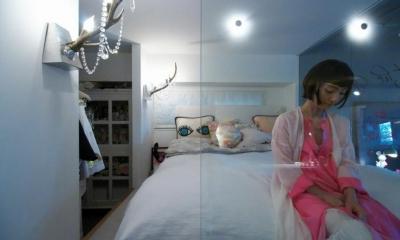 「あなたらしく。ファッションのように」F邸 (ガラス張りのベッドルーム)